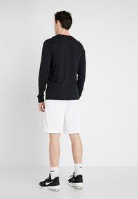 Nike Performance - DRY SHORT - Pantalón corto de deporte - white/black - 2