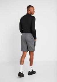 Nike Performance - DRY SHORT - kurze Sporthose - iron grey/black - 2