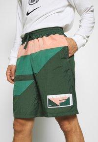 Nike Performance - FLIGHT SHORT - Pantaloncini sportivi - galactic jade/evergreen aura/pink quartz - 4