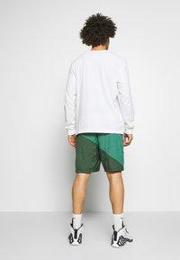 Nike Performance - FLIGHT SHORT - Pantaloncini sportivi - galactic jade/evergreen aura/pink quartz - 2