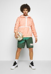 Nike Performance - FLIGHT SHORT - Pantaloncini sportivi - galactic jade/evergreen aura/pink quartz - 1