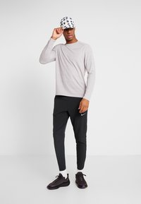 Nike Performance - ELITE PANT - Verryttelyhousut - black/silver - 1