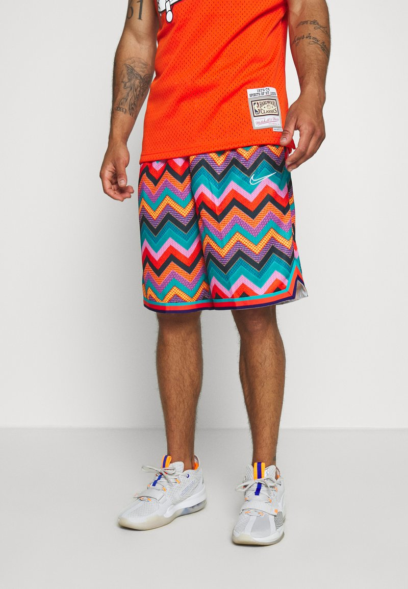 Nike Performance - DRY CITY EXPLORATION DNA SHORT - Sports shorts - regency purple/white