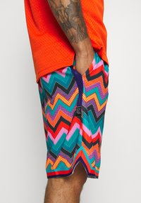 Nike Performance - DRY CITY EXPLORATION DNA SHORT - Sports shorts - regency purple/white - 3
