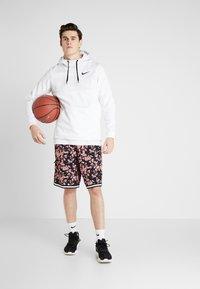 Nike Performance - DRY CITY EXPLORATION DNA SHORT - Pantalón corto de deporte - pink quartz/sail - 1