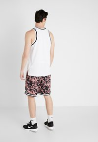 Nike Performance - DRY CITY EXPLORATION DNA SHORT - Pantalón corto de deporte - pink quartz/sail - 2
