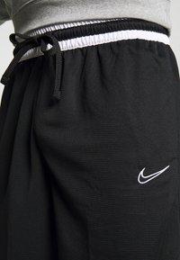 Nike Performance - DRY DNA SHORT - Krótkie spodenki sportowe - black/black/white - 3