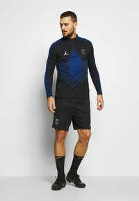 Nike Performance - PARIS ST GERMAIN  - Pantalón corto de deporte - black/hyper cobalt/white - 1