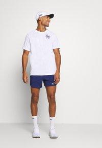 Nike Performance - STRIDE SHORT - Pantalón corto de deporte - blue void/white - 1