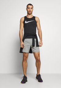 Nike Performance - FLEX STRIDE SHORT - Urheilushortsit - iron grey/heather/reflective silver - 1