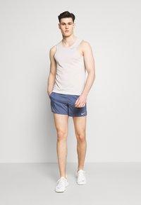 Nike Performance - FLEX STRIDE - Pantalón corto de deporte - diffused blue/reflective silver - 1