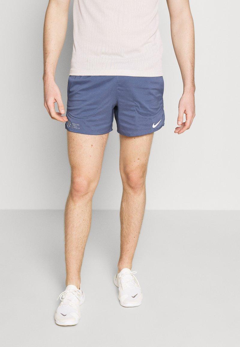 Nike Performance - FLEX STRIDE - Pantalón corto de deporte - diffused blue/reflective silver
