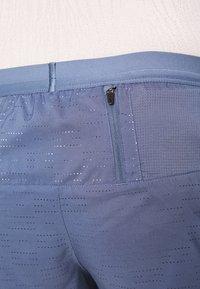 Nike Performance - FLEX STRIDE - Pantalón corto de deporte - diffused blue/reflective silver - 4