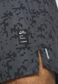Nike Performance - FLEX STRIDE SHORT ART - Urheilushortsit - black - 6