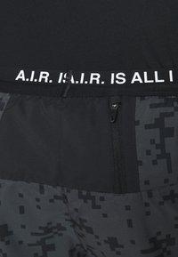 Nike Performance - FLEX STRIDE SHORT ART - Urheilushortsit - black - 4