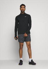 Nike Performance - FLEX STRIDE SHORT ART - Urheilushortsit - black - 1