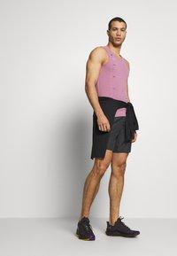 Nike Performance - M NK CHLLGR 7IN BF PO GX FF - Pantalón corto de deporte - dark smoke grey - 1