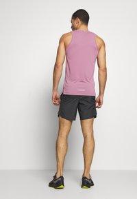 Nike Performance - M NK CHLLGR 7IN BF PO GX FF - Pantalón corto de deporte - dark smoke grey - 2