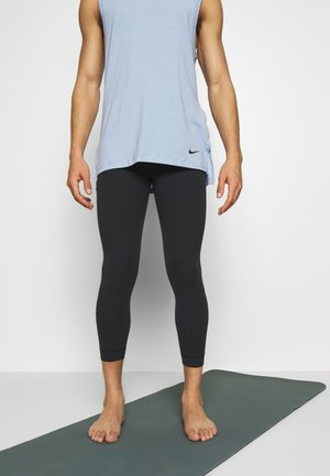 M NK DRY 3QT TGT YOGA - Tights - black