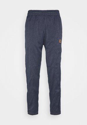 PANT - Pantalones deportivos - obsidian/wheat