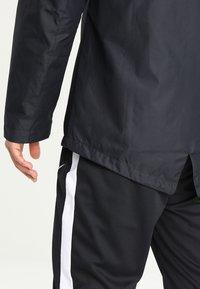 Nike Performance - ACADEMY18 - Vodotěsná bunda - black/black/white - 5