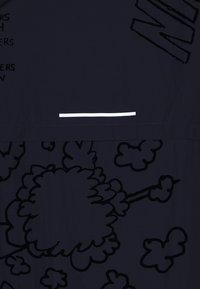 Nike Performance - ARTIST JACKET GRAPHIC NATHAN BELL - Löparjacka - gunsmoke - 8