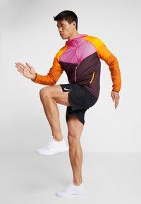 Nike Performance - WILD RUN WINDRUNNER - Löparjacka - bordeaux/laser fuchsia/reflective silver - 1