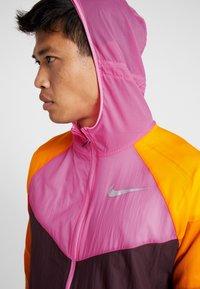 Nike Performance - WILD RUN WINDRUNNER - Löparjacka - bordeaux/laser fuchsia/reflective silver - 3