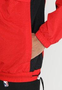 Nike Performance - RETRO - Windjack - university red/black/white - 4