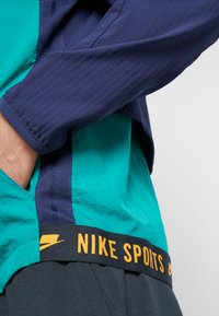 Nike Performance - FLEX - Chaqueta de entrenamiento - mystic green/blackened blue/kumquat - 6