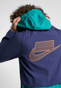 Nike Performance - FLEX - Chaqueta de entrenamiento - mystic green/blackened blue/kumquat - 4