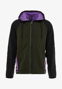 sequoia/black/bright violet/pale ivory