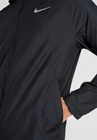 Nike Performance - Kurtka sportowa - black/reflective silver - 5