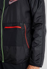 Nike Performance - WILD RUN - Sports jacket - off noir/black/reflective silver - 5
