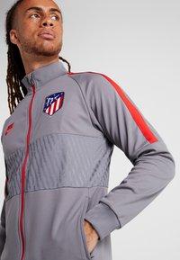 Nike Performance - ATLETICO MADRID  - Träningsjacka - gunsmoke/sport red - 3