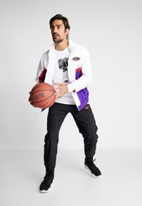 Nike Performance - THROWBACK  - Giacca sportiva - white/court purple/university red - 1