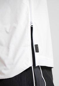 Nike Performance - NFL 100 YEARS NEW ENGLAND PATRIOTS COACH JACKET - Pelipaita - white/pure platinum - 4