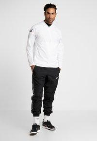 Nike Performance - NFL 100 YEARS NEW ENGLAND PATRIOTS COACH JACKET - Pelipaita - white/pure platinum - 1