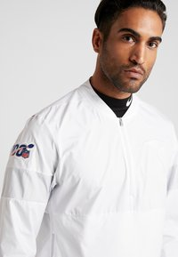 Nike Performance - NFL 100 YEARS NEW ENGLAND PATRIOTS COACH JACKET - Club wear - white/pure platinum - 3