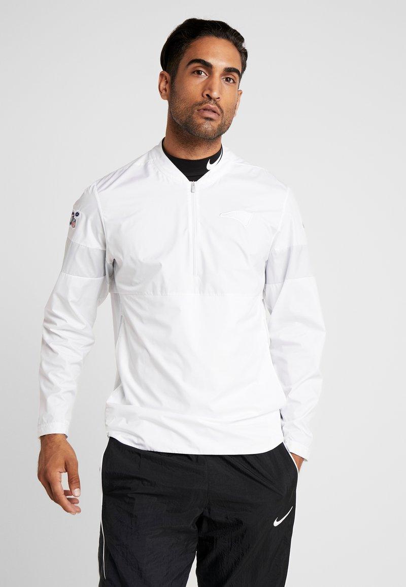 Nike Performance - NFL 100 YEARS NEW ENGLAND PATRIOTS COACH JACKET - Pelipaita - white/pure platinum