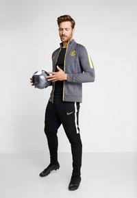 Nike Performance - INTER MAILAND  - Trainingsvest - dark grey/tour yellow - 1