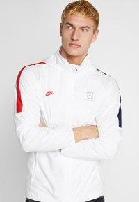 Nike Performance - PARIS ST. GERMAIN  - Veste de survêtement - white/midnight navy/university red - 5