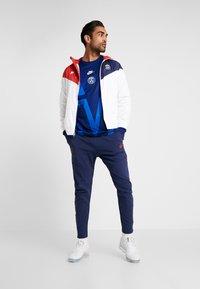 Nike Performance - PARIS ST GERMAIN - Klubové oblečení - white/midnight navy/university red - 1