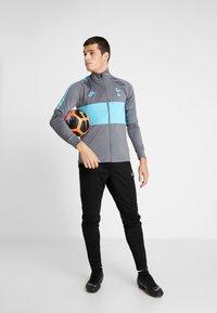 Nike Performance - TOTTENHAM HOTSPURS DRY - Chaqueta de entrenamiento - flint grey/blue fury - 1