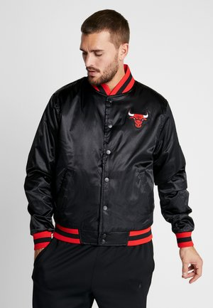 NBA CHICAGO BULLS REVERSIBLE COURTSIDE JACKET - Artykuły klubowe - black/white