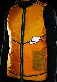 Nike Performance - WILD RUN AEROLAYER VEST - Smanicato - kumquat/silver - 3