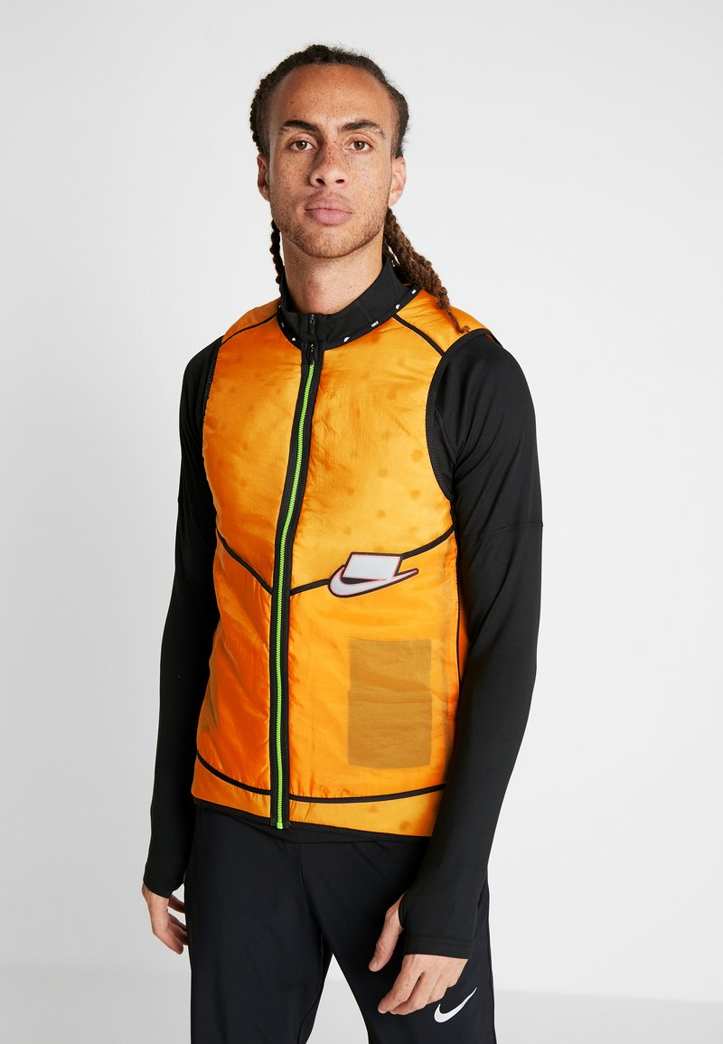 Nike Performance - WILD RUN AEROLAYER VEST - Smanicato - kumquat/silver
