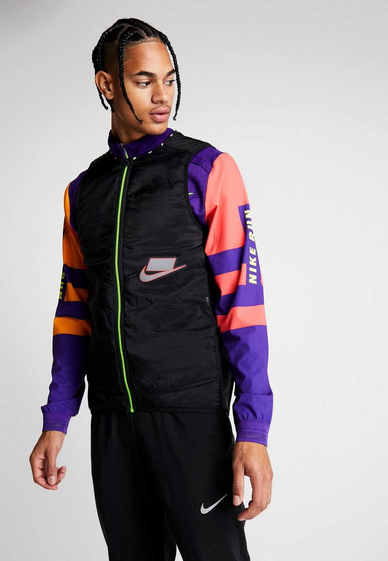 Nike Performance - WILD RUN AEROLAYER VEST - Chaleco - black/grey fog/reflective silver
