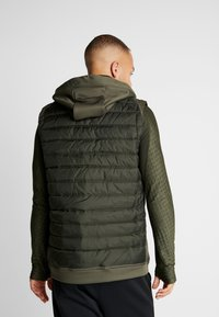 Nike Performance - THERMA VEST WINTERIZED - Waistcoat - khaki/sequoia/black - 2