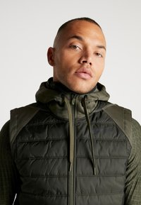 Nike Performance - THERMA VEST WINTERIZED - Waistcoat - khaki/sequoia/black - 3
